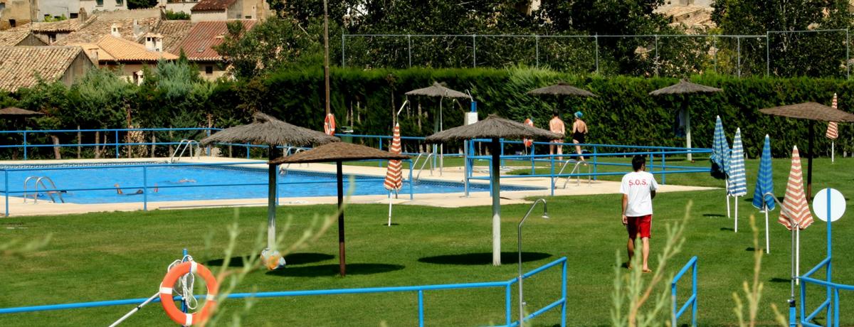 Piscinas municipales de Uncastillo. Verano. Baño.