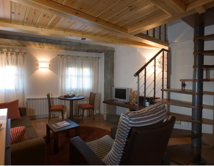 Suite del hotel rural Rusticae, la Posada de Uncastillo.