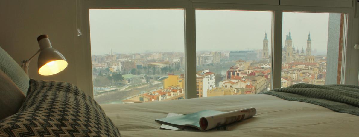 El Pilar y el Ebro desde la cama, vistas del apartamento de alquiler El Mirador de Zaragoza