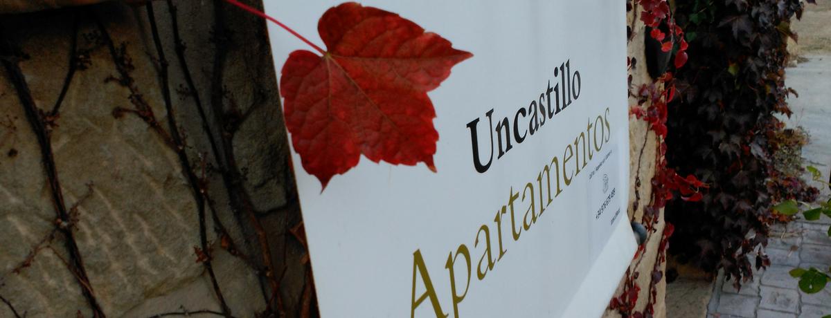 Cartel exterior Apartamentos de turismo rural Uncastillo. Ideal para familias