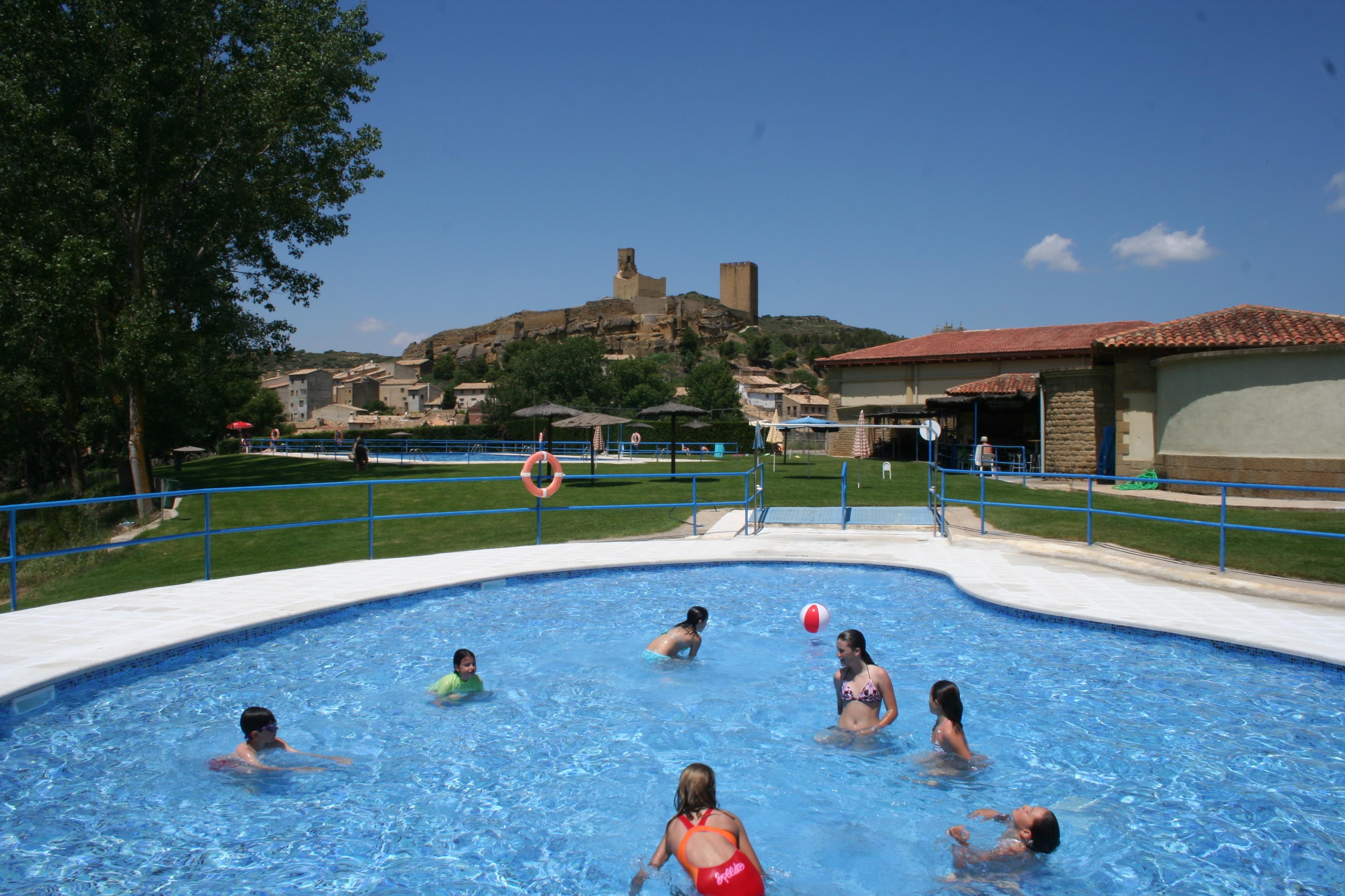 Piscina municipal de Uncastillo cerca de Sos del Rey Católico