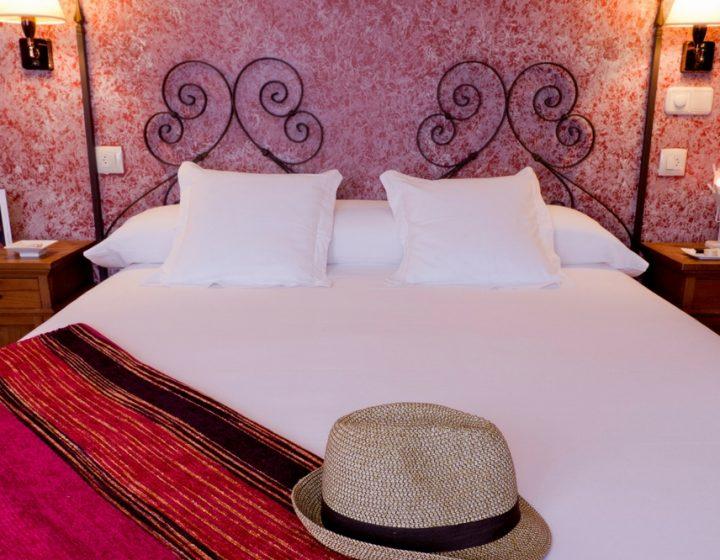 Habitación matrimonio en el hotel rural con encanto Rusticae, Posada de Uncastillo