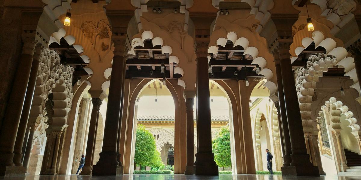 Palacio de la Aljafería Zaragoza apartamento alquiler