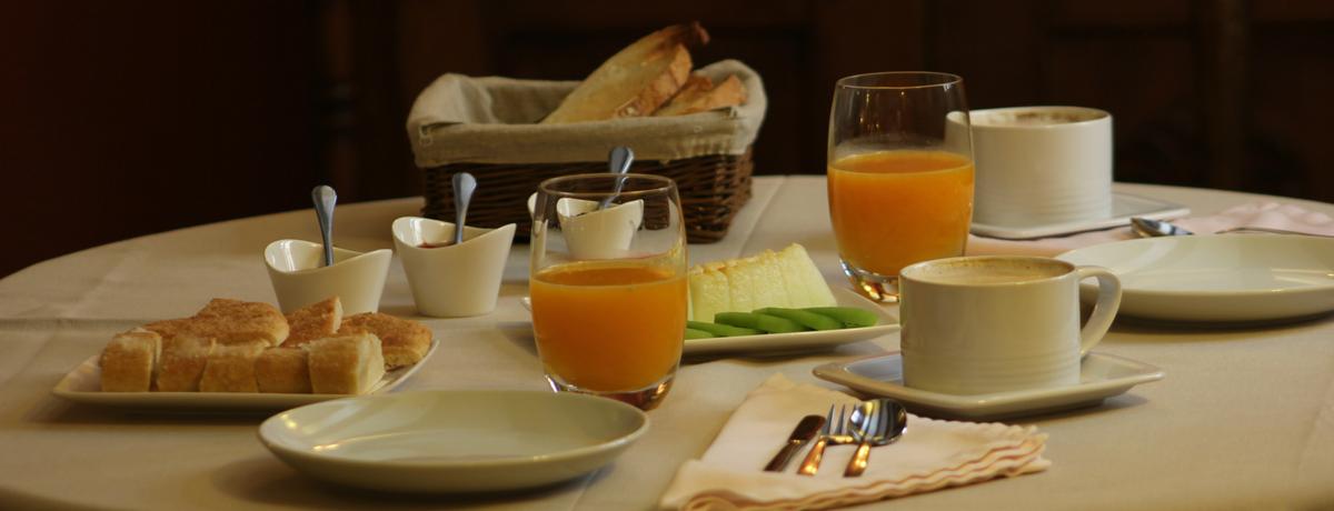 Desayuno con productos locales en el hotel Rusticae Posada de Uncastillo