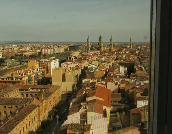 El río Ebro, El Pilar y San Pablo desde El Mirador de Zaragoza