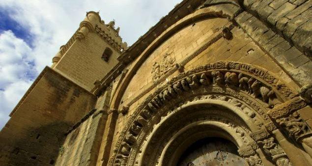 Románico en Uncastillo cerca de Sos del Rey Católico