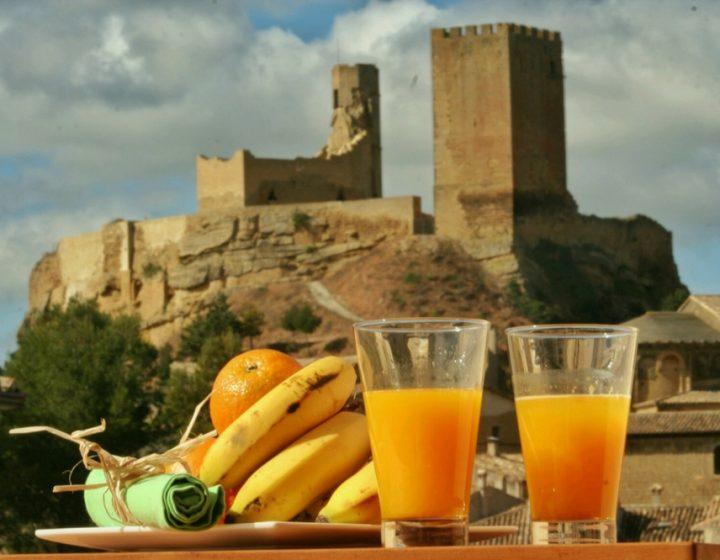Desayuno en balcón de apartamentos rurales con encanto Uncastillo