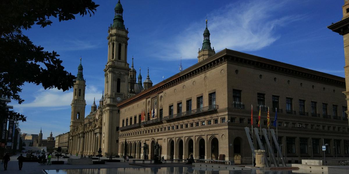 El Pilar y el Ayuntamiento de Zaragoza alquiler apartamento vacacional
