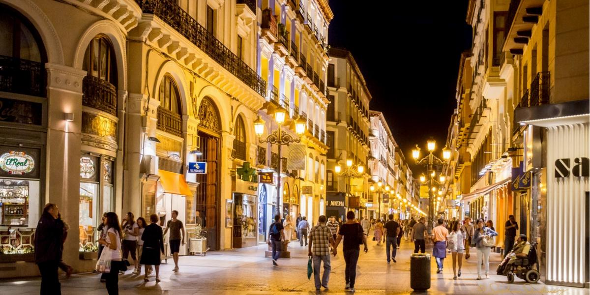 Calle Alfonso Zaragoza. Shopping, compras. Apartamento Turístico.