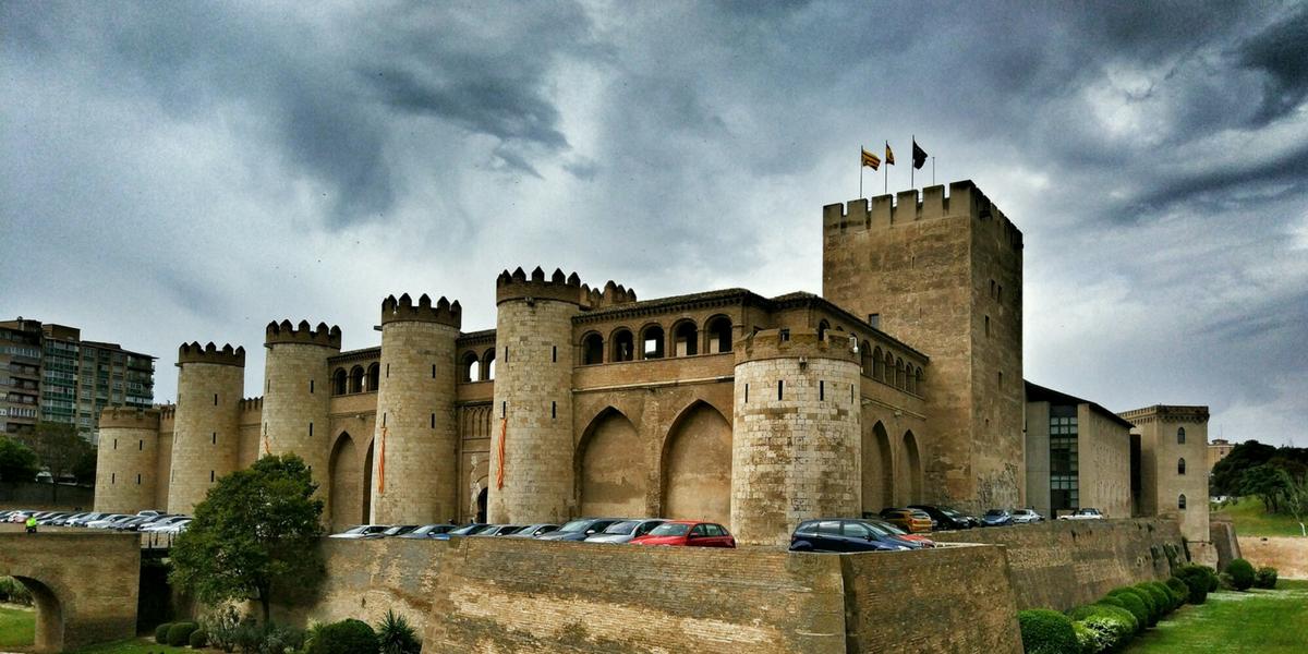 Palacio de la Aljafería Zaragoza alquiler apartamento turístico