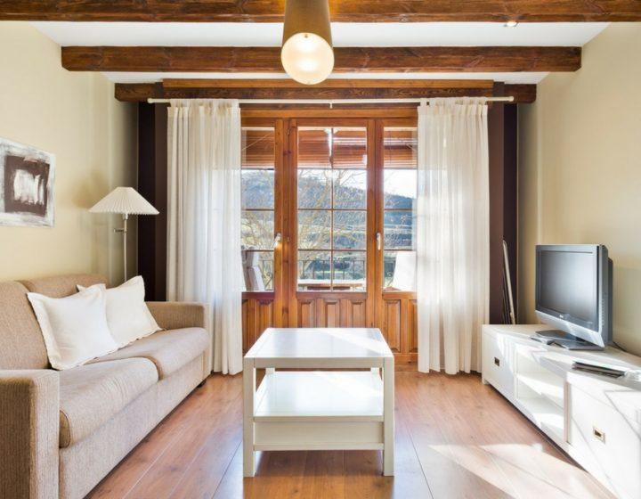 Salón Apartamentos Uncastillo - Rusticae. Apartamentos rurales en el Prepirineo de Aragón, junto a Sos del Rey Católico.