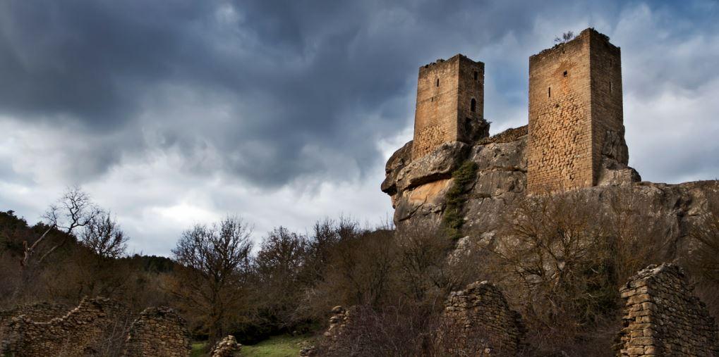 Castillo de Sibirana en el Pre Pirineo de Aragón