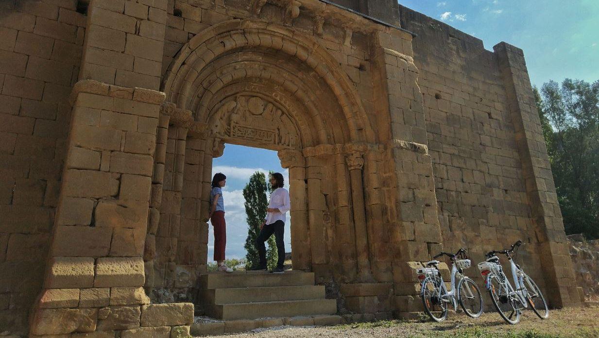 Portada románica en Uncastillo, cerca de Bardenas Reales Navarra